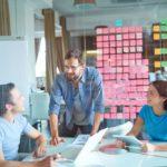 pessoas inseridas na cultura organizacional de uma empresa